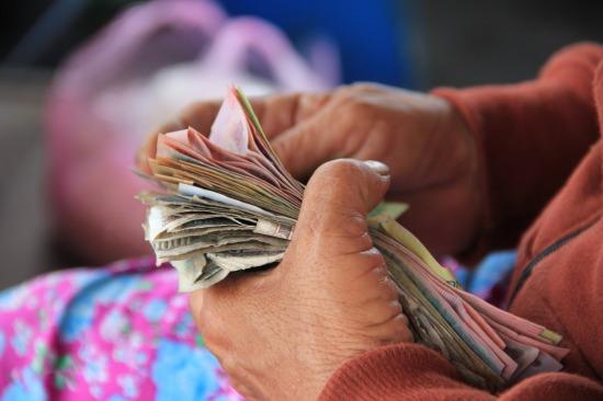 老後の生活資金が年金頼みの人は8割!?配当・家賃収入は少数派