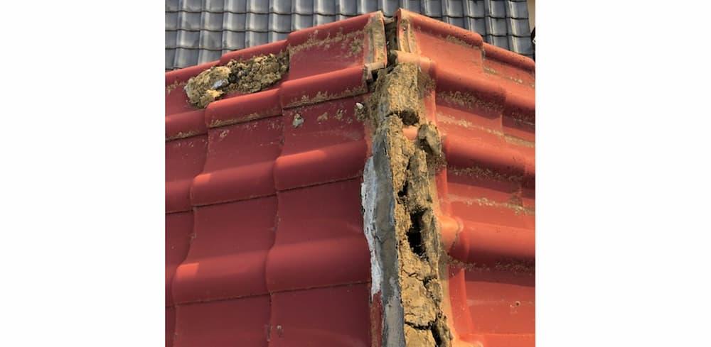 棟瓦が壊れて雨漏り発生!屋根修理にかかった費用と安く済ませる方法