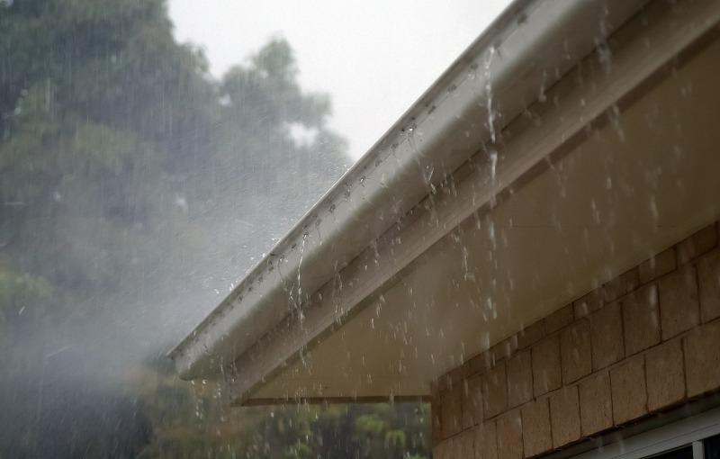 雨樋修理を徹底解説!足場・雨樋・集水器・金具の各費用相場について