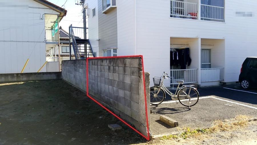 アパートの塀