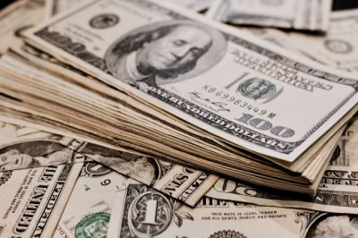 富裕層になるために年収はいくら必要か?